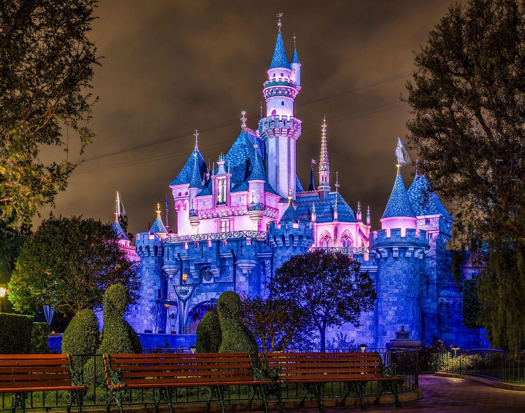Castle-Night-View-Disneyland