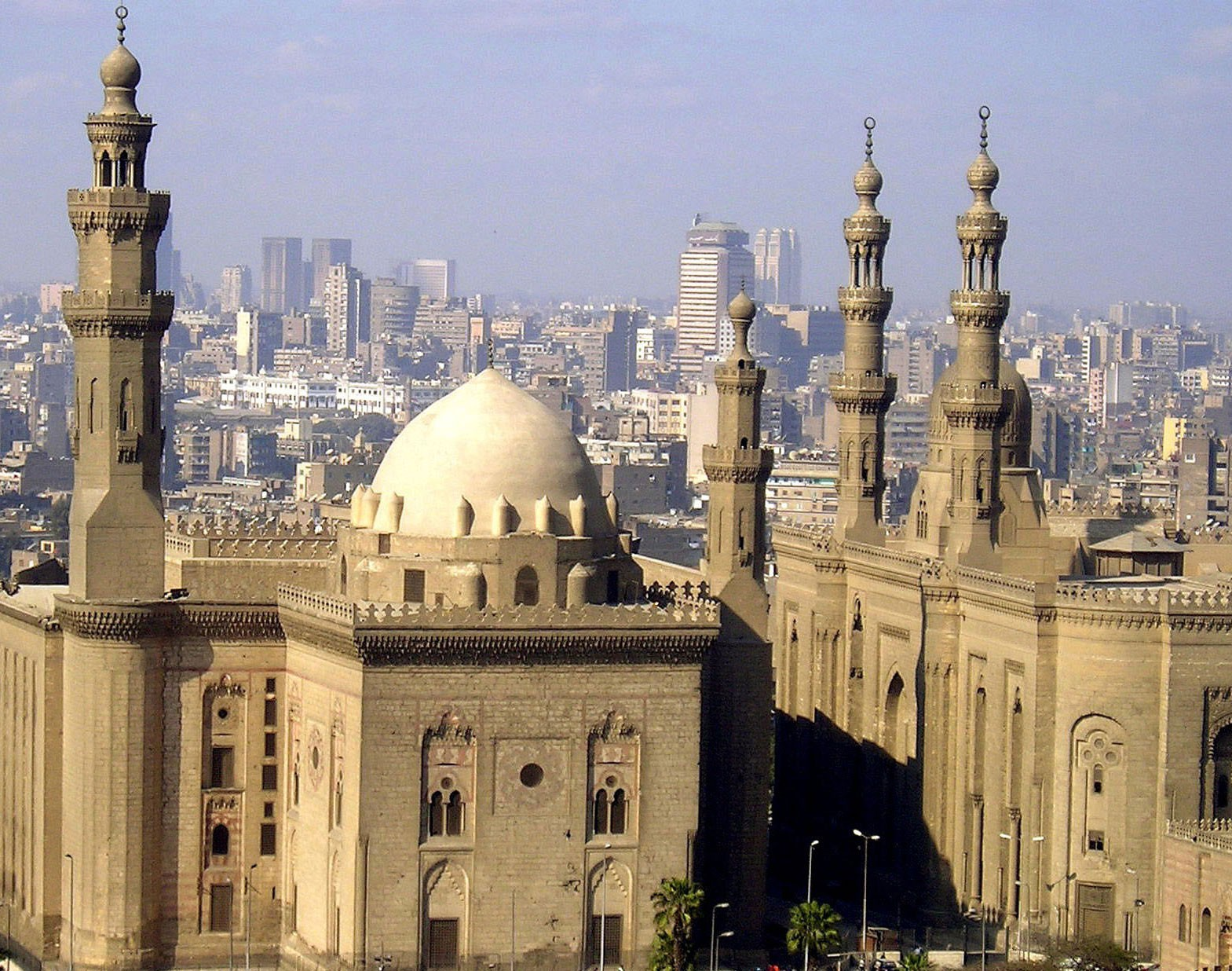 Beautifull-View-Of-Mosque-Madrassa