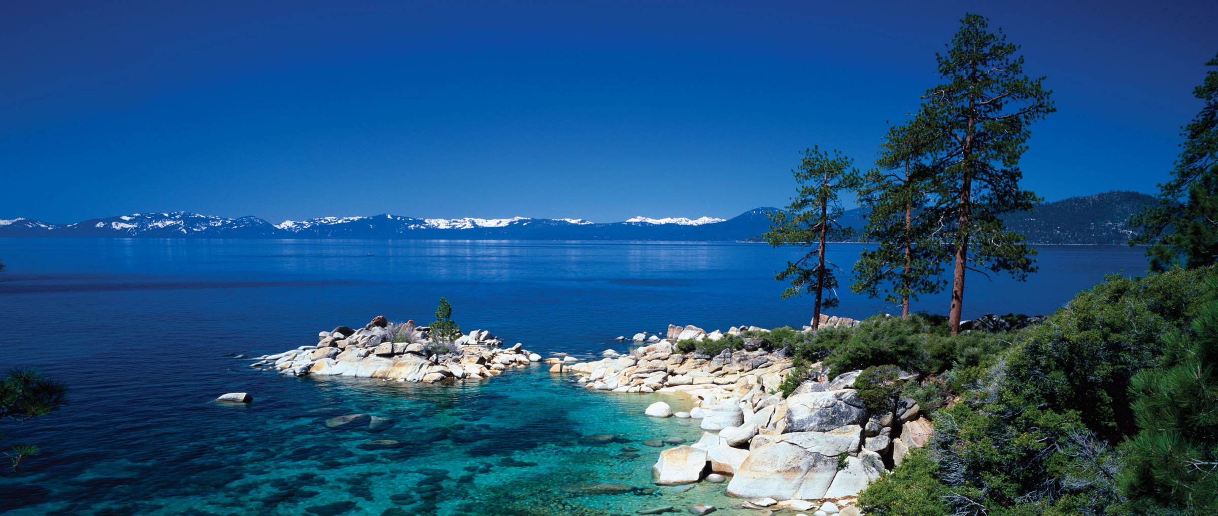 Lake Tahoe Large Fresh Water Lake In Sierra Nevada Of The United States (1)