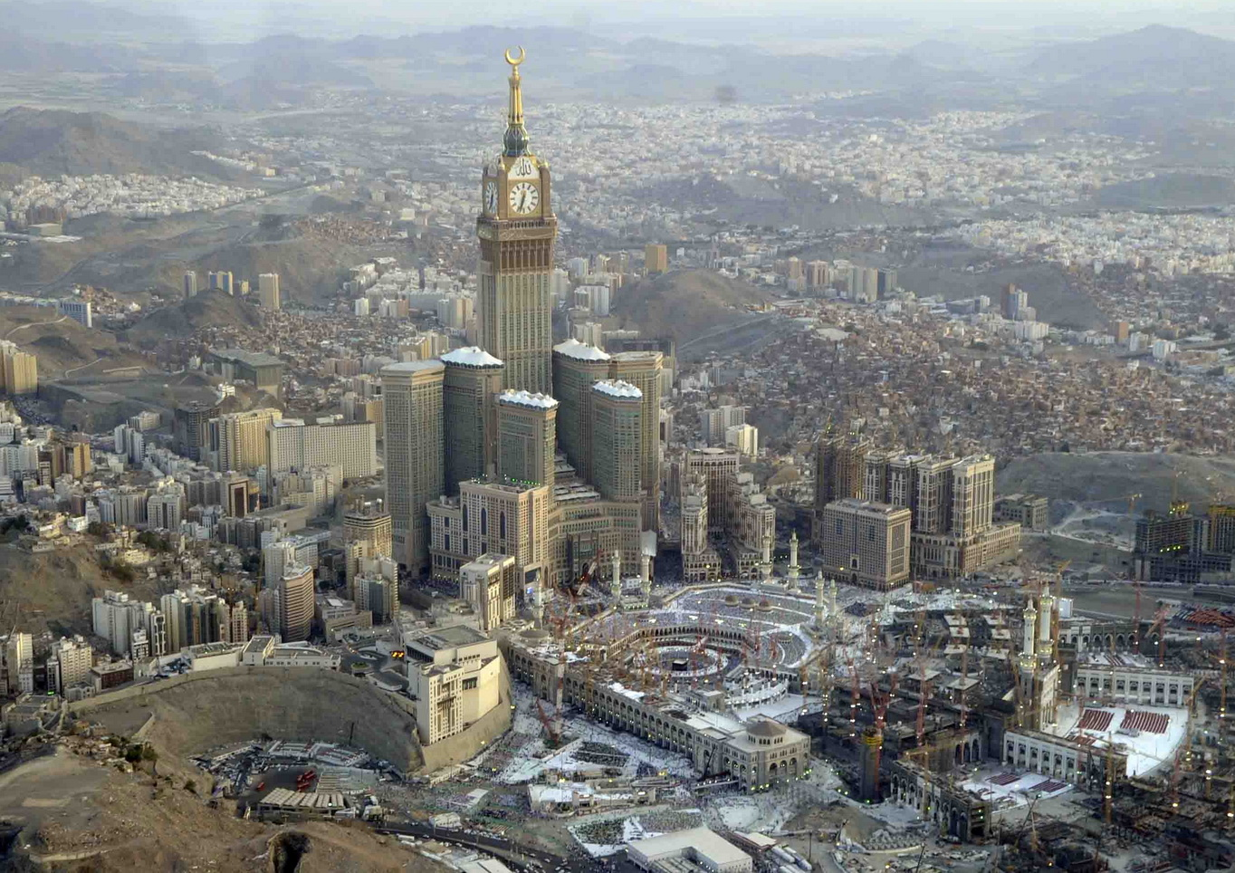 Abraj Al Bait Towers - Tallest Building in the World - Beautiful Global