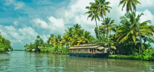 How many days are ideal for a vacation in Kerala?